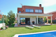 rent luxury villa in Costa Dorada