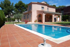 rent villa in Costa Dorada