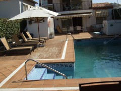 rent villa in comarruga
