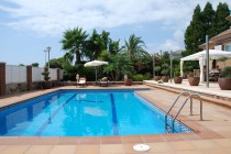 Rent luxury villas in Calafell pool