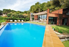 RENT LUXURY VILLA SALOU SEA FRONT