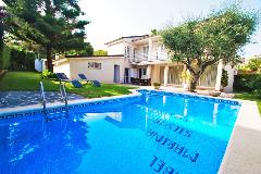 rent modern villa in comarruga