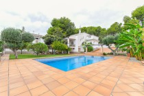 buy villa costa dorada close beach